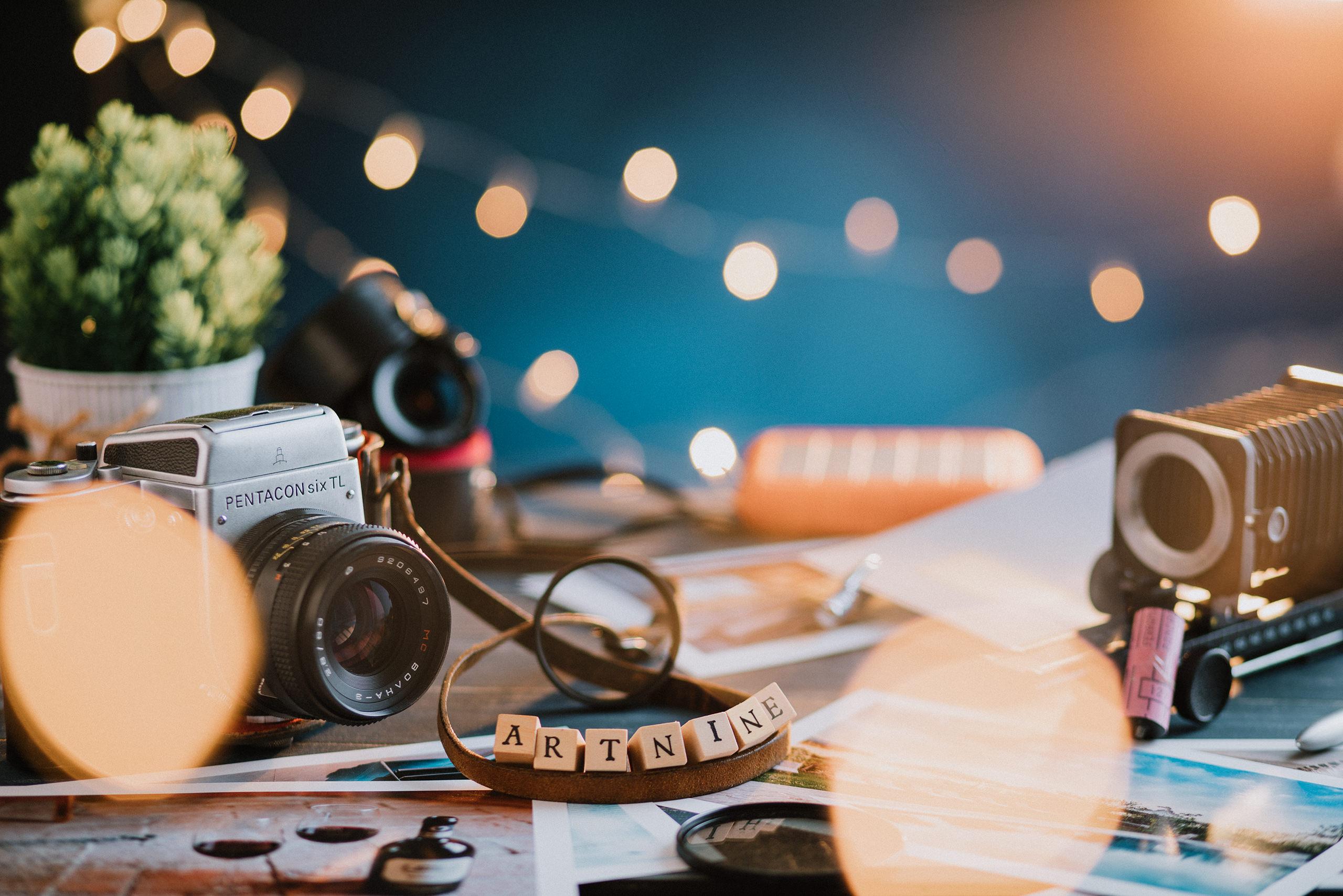 foto di prodotti fotografici vintage in studio e catena luminosa