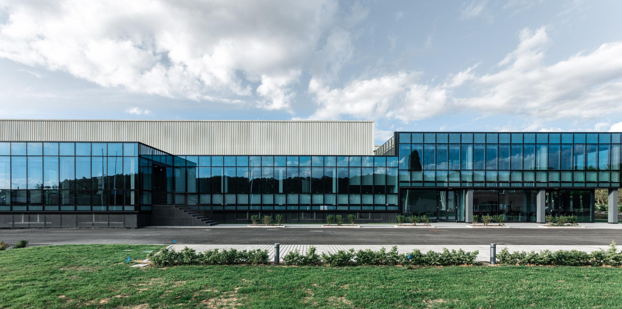 fotografia di architettura aziendale vetro e ferro